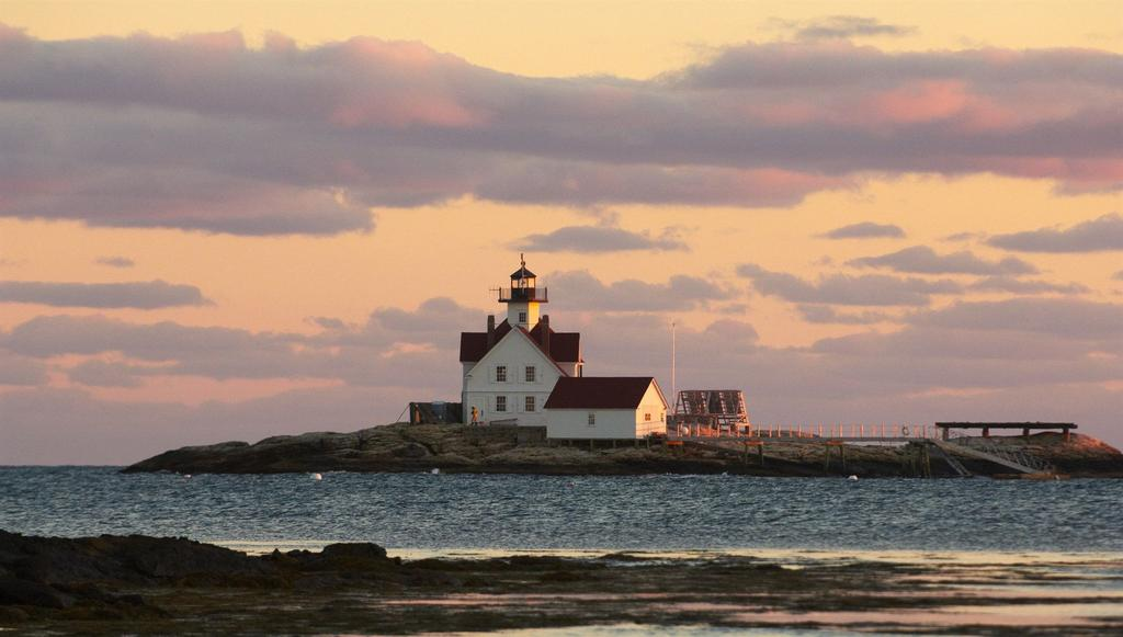cuckoldlight-lighthouse-sunset